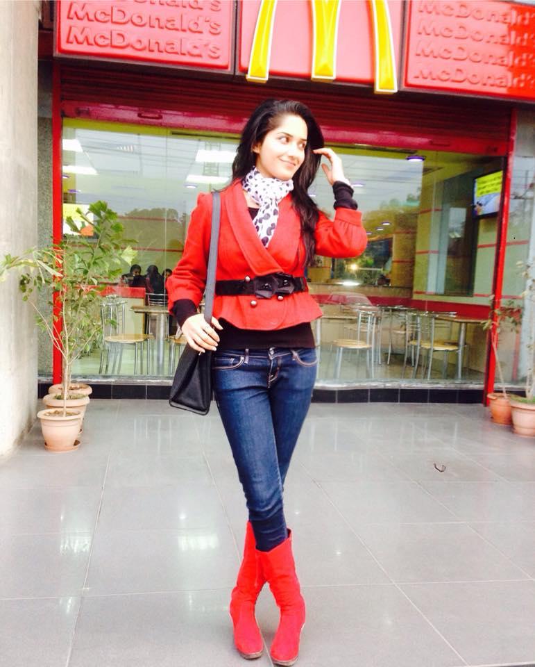 Ruhani Sharma Punjabi Model Wiki,Bio,Age,Profile | Full Details