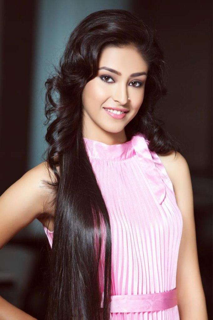 Navneet Kaur Dhillon Big Boss 11 Contestant Wiki,Bio,Age,Profile,Images,Boyfriend | Full Details
